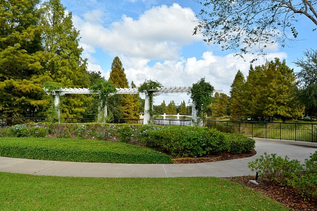 luscious-landscaping-in-the-neighborhood-of-baldwin-park
